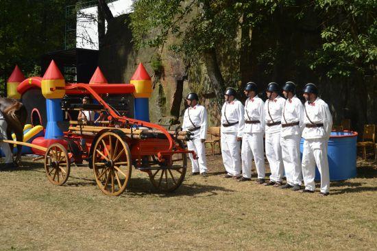 Ukázka koňské stříkačky na sjezdu rodáku 2013