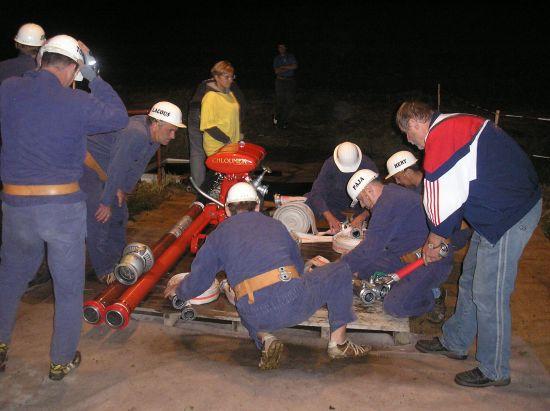 Noční hasičské cvičení-Brada