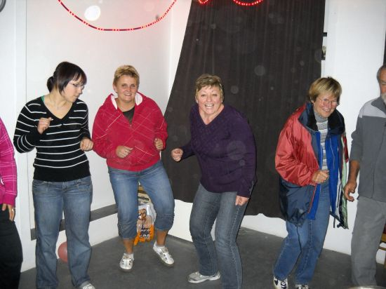 Opékání a taneční zábava.